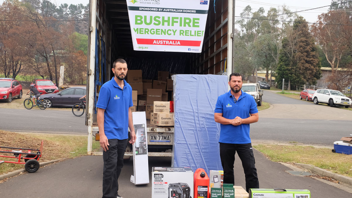 Hand delivering Bushfire Emergency relief items to the families in Mogo NSW